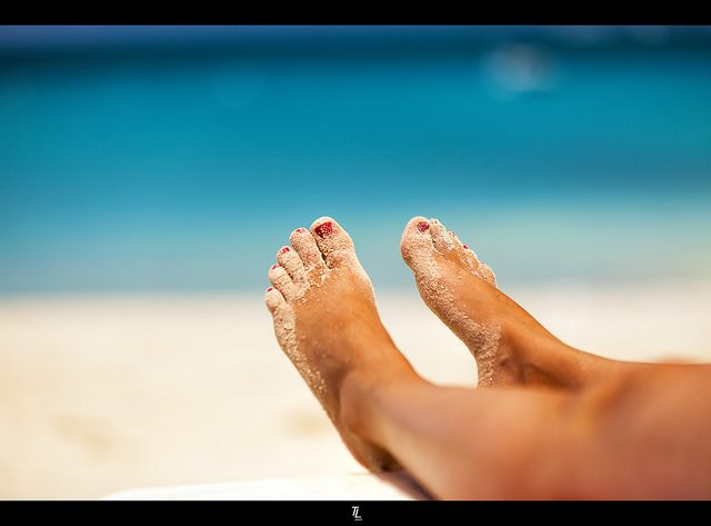 picture : Happy sandy feet by Tobias Lindman on Flickr .com